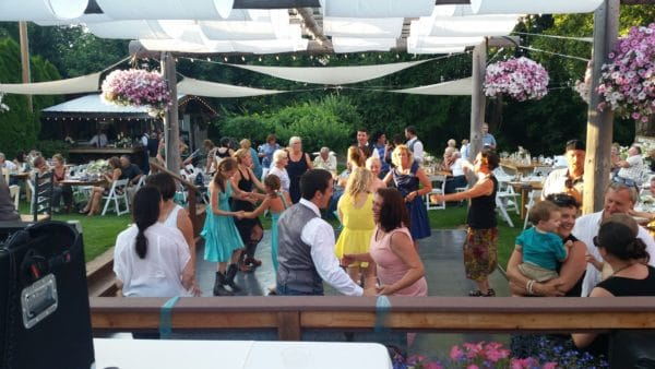 Hot Mt. Hood Wedding Dancing